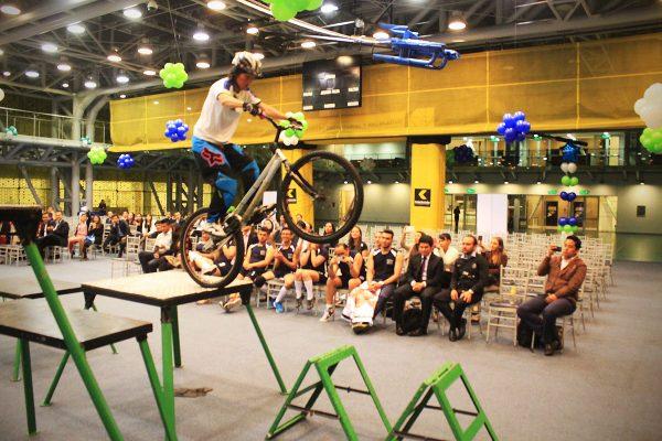 inauguracion olimpiadas con show extremo
