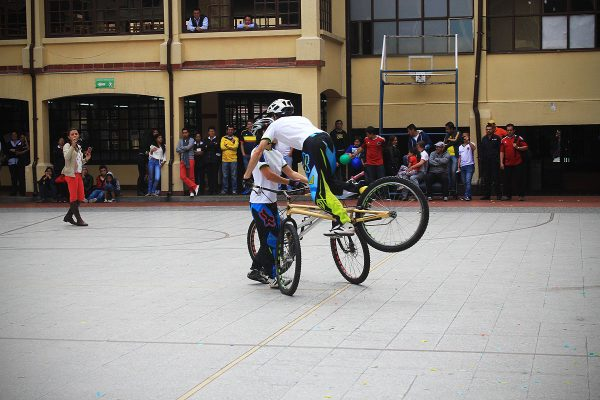 Parte inicial del show extremo en bicicleta