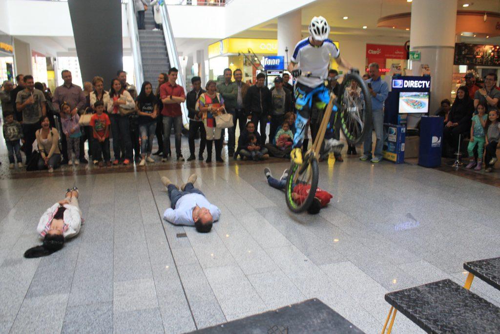 Pacho Villegas en el show de personas acostadas